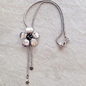 Fashion Jewelry - Metal Flower Necklace
