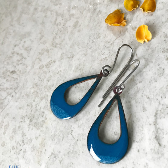Blue open teardrop earrings
